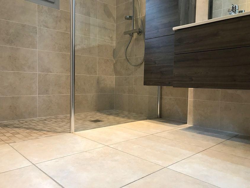douche l 39 italienne claix receveur carreler travaux de r novation salle de bains claix. Black Bedroom Furniture Sets. Home Design Ideas