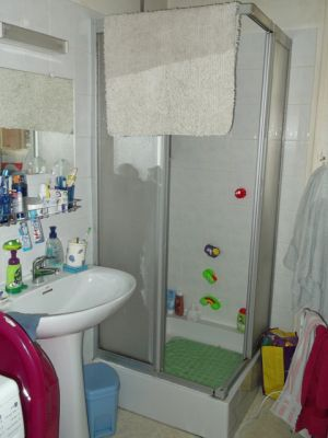 r novation salle de bains voiron avant travaux de r novation salle de bains voiron. Black Bedroom Furniture Sets. Home Design Ideas