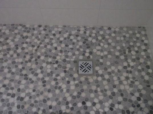 Du00e9tail receveur douche u00e0 lu0026#39;italienne avec galets - Travaux ...